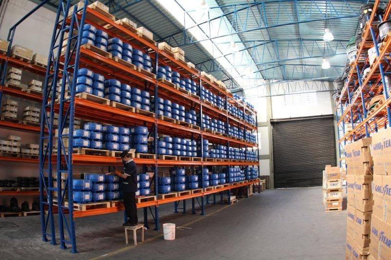 Centro de Distribuição Abecom - Homem Trabalhando