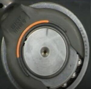 ajuste de porca de fixação com chave de gancho